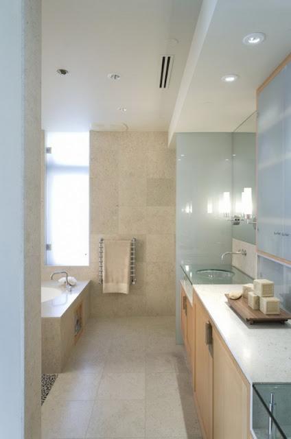 Ванная комната в доме на берегу реки