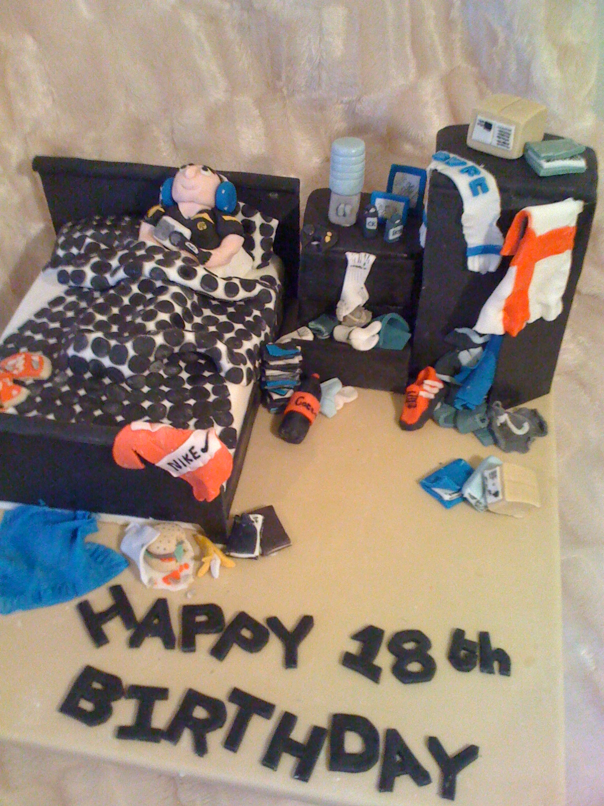 Messy boys bedroom cake for 16 year old boys bedroom ideas