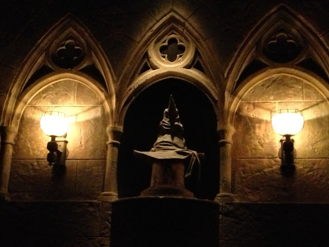 The Hogwarts sorting hat talks to you while waiting in line for The Forbidden Journey