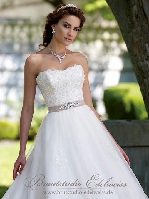 Hochzeitskleidvor der Änderung in unserem Brautstudio