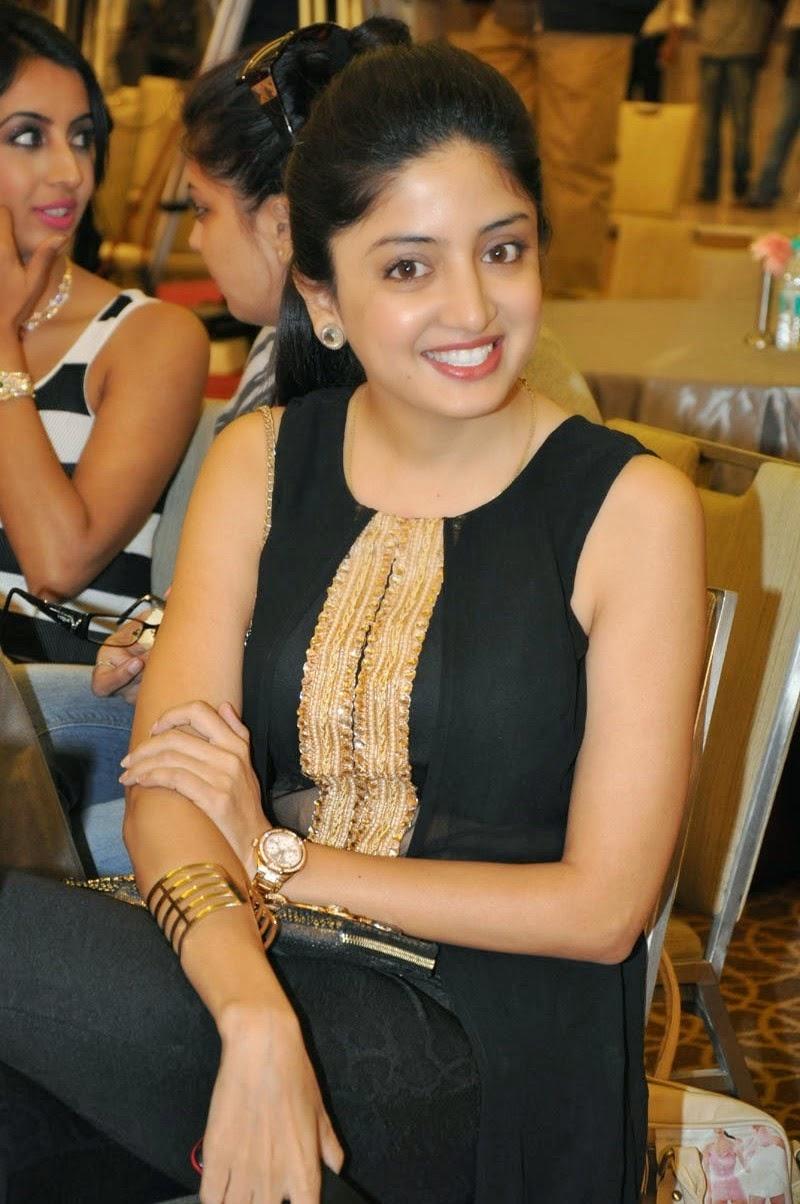 Poonam Kaur New Photos Gallery