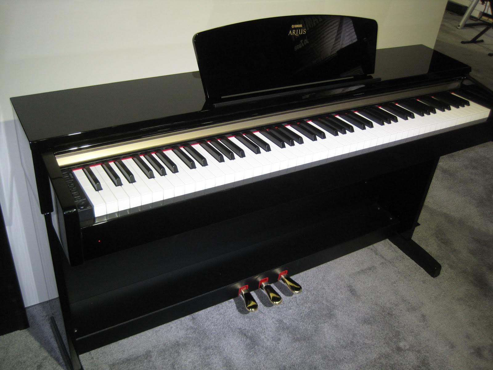 Azpianonews review digital pianos under 2000 for 2015 for Yamaha piano com