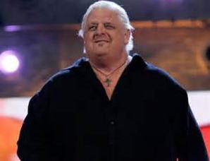 Dusty Rhodes en el programa de raw junto con sus hijos, goldust y stardust the legend rhodes