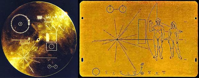Disco de las Voyager (izquierda) y placa de las Pioneer (derecha)