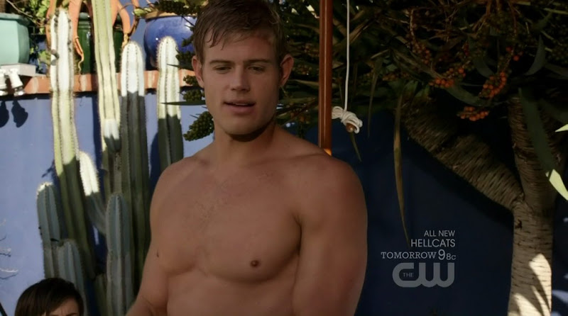 Trevor Donovan Shirtless on 90201 s3e18