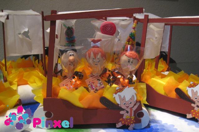 Centro De Mesa Con Banderillas De Grageas  Gomitas  Chicles Y Cake