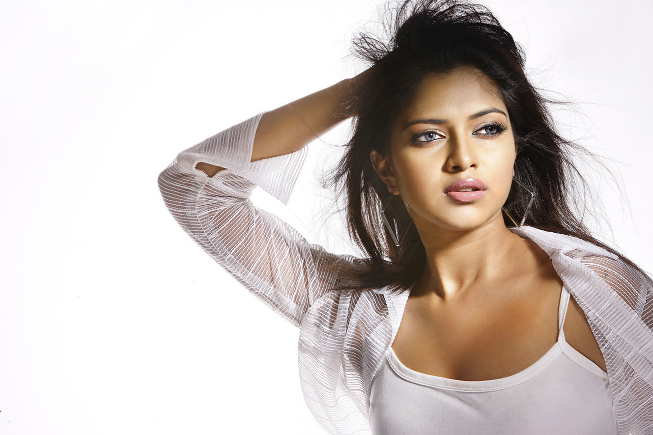 Cutel Amala Paul Hd wallpaper for download