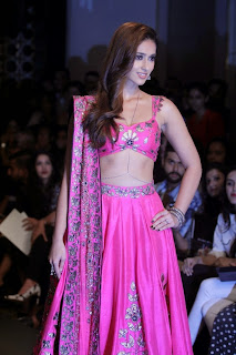 Ileana DCruz Showstopper at LFW 2014 (7).jpg
