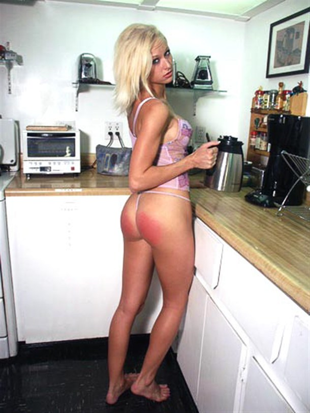 Hot Sexy Girls in the Kitchen