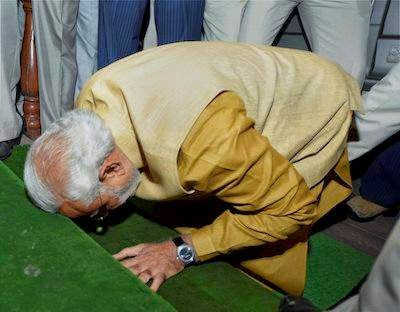 Narendra Modi prostrating  In front of Parliament House before being selected by the party as Prime Minister
