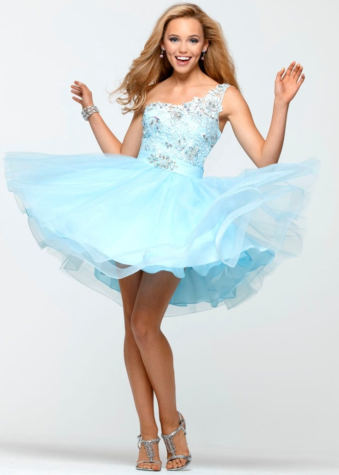 Fashion In Wedding: Elegant blue prom dress is easy to become a favorite