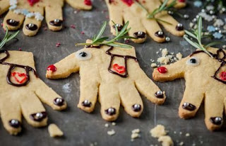 10 Christmas Activities for Kids Reindeer Handprint Cookie