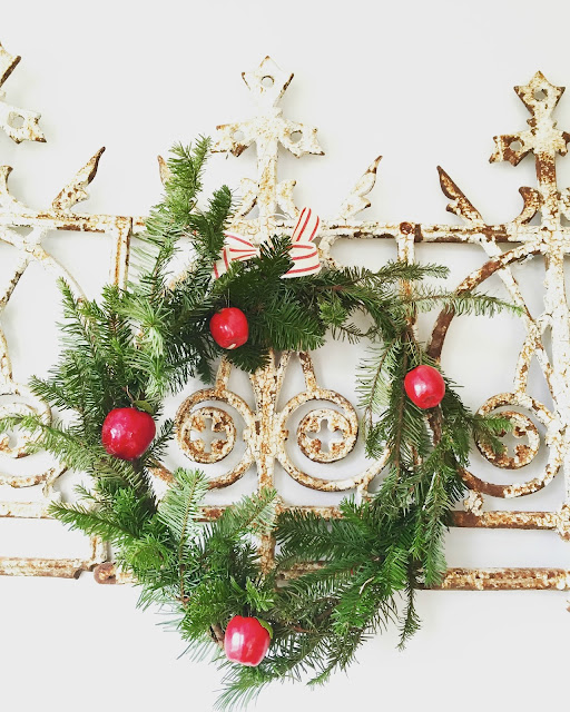 DDs Cottage And Design Making A Fresh WreathSwag From