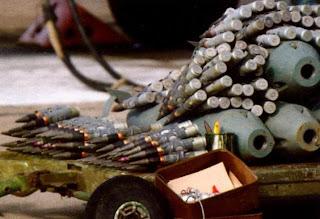 Боекомплект Су-25 — снаряды калибра 30-мм и 50-кг бомбы.