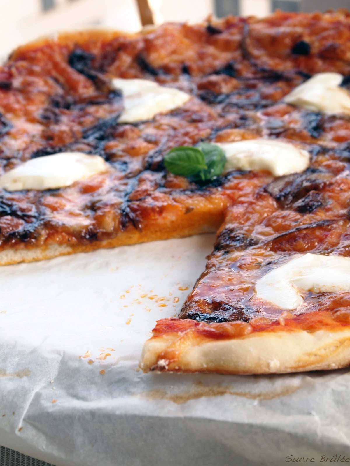 Sucré Brûlée: Pizza de cebolla caramelizada al vinagre de Modena y ...