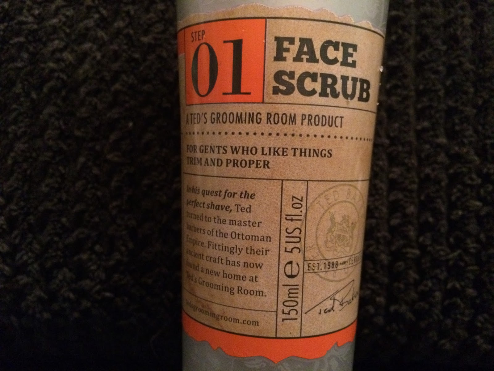 Ted's Grooming Room - Step 01 Face Scrub