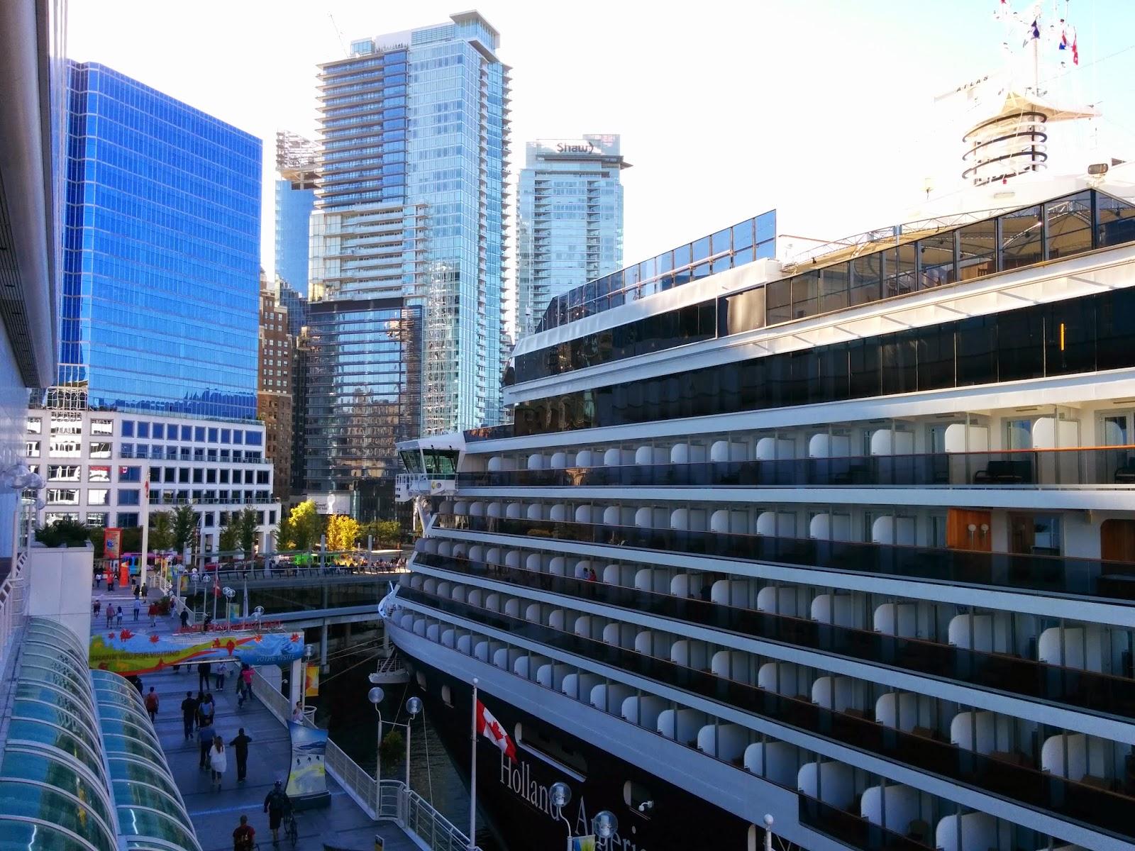 Круизный Лайнер в порту Metro Vancouver