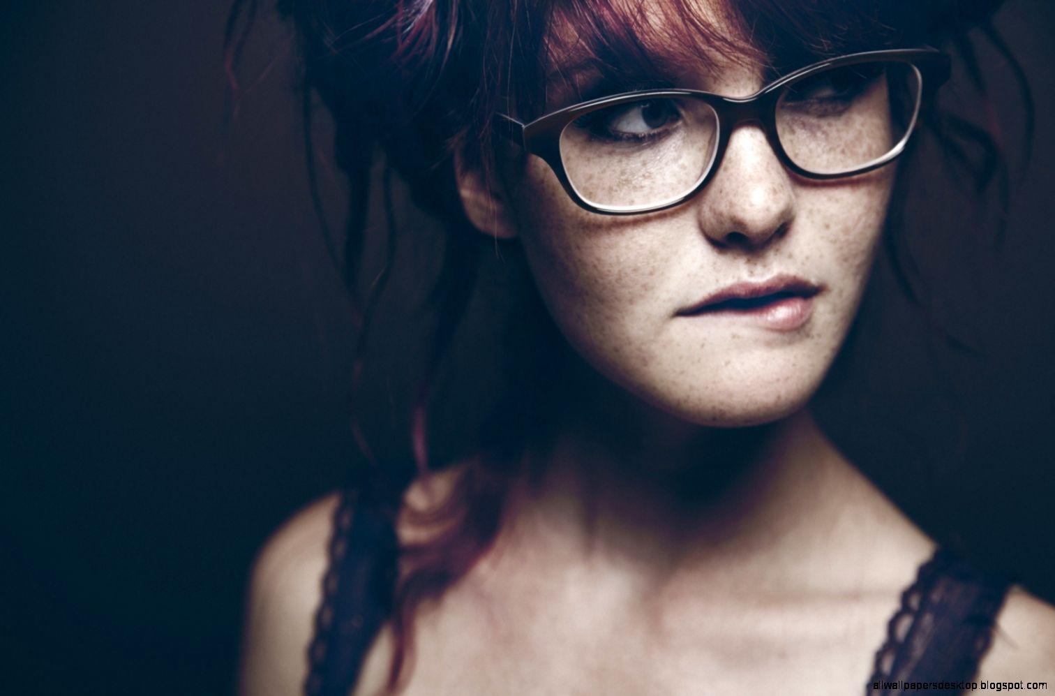 Download Wallpaper 1680x1050 Redhead Girl Glasses Eyes