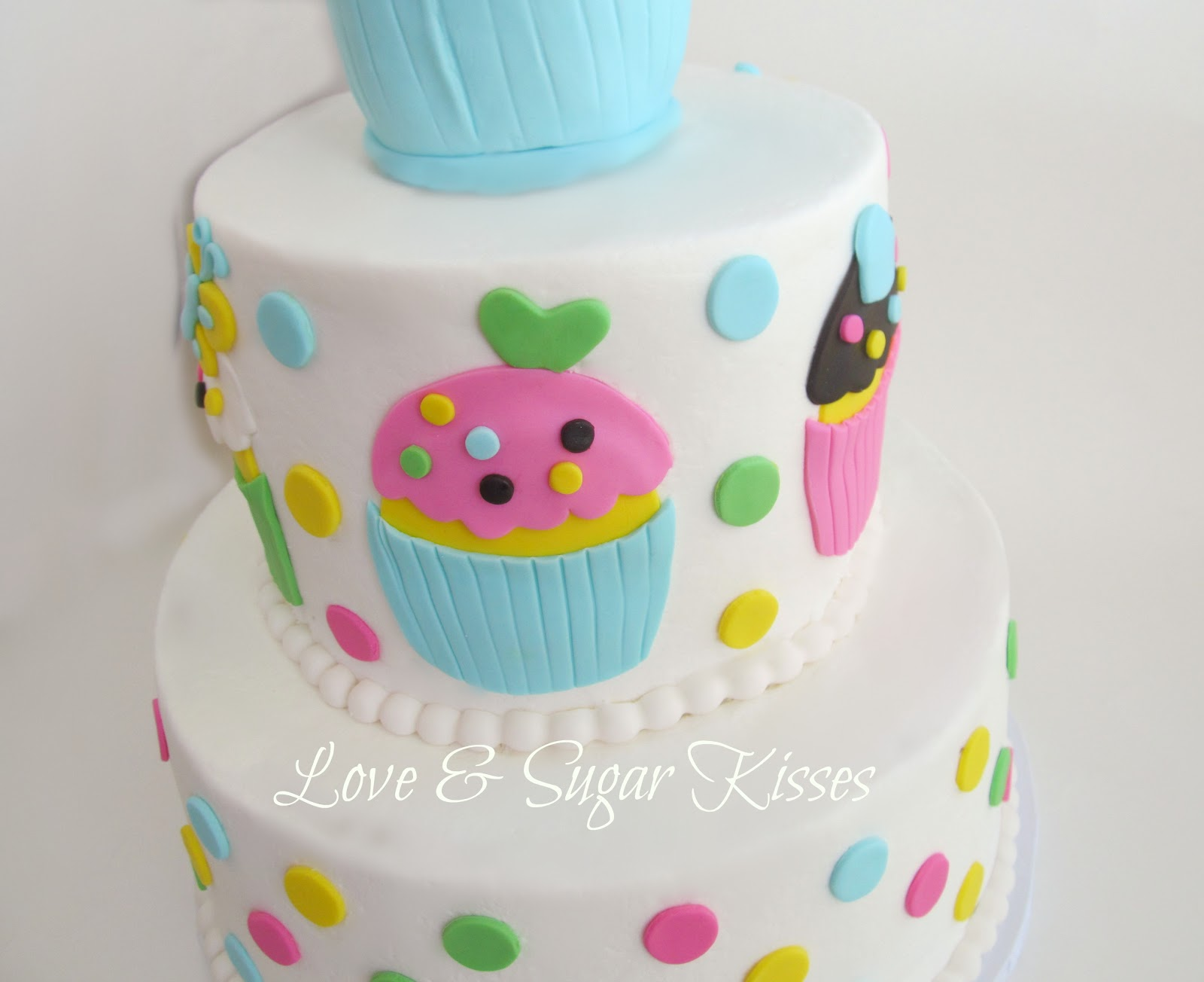 Love & Sugar Kisses: Cupcake themed birthday cake