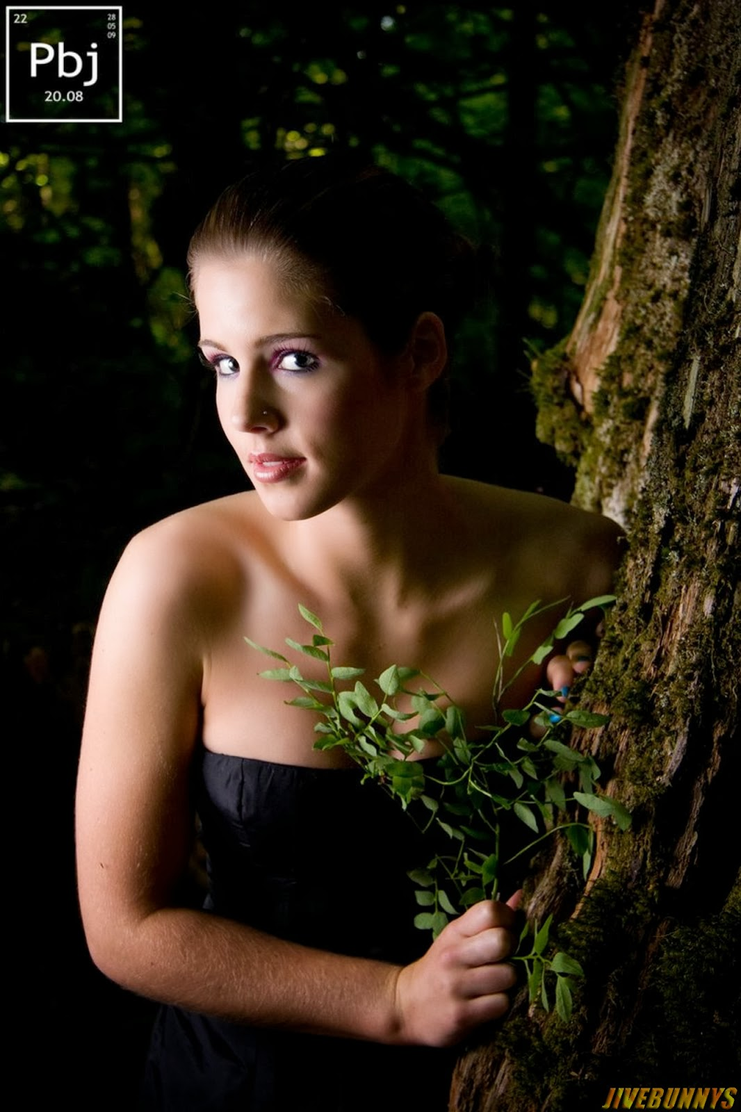 Emily Bett Rickards Hot Actress Photos Gallery 1