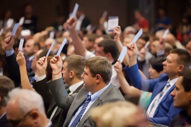 Украинские политики активно занимаются предвыборными играми, включая в списки партий боевых командиров