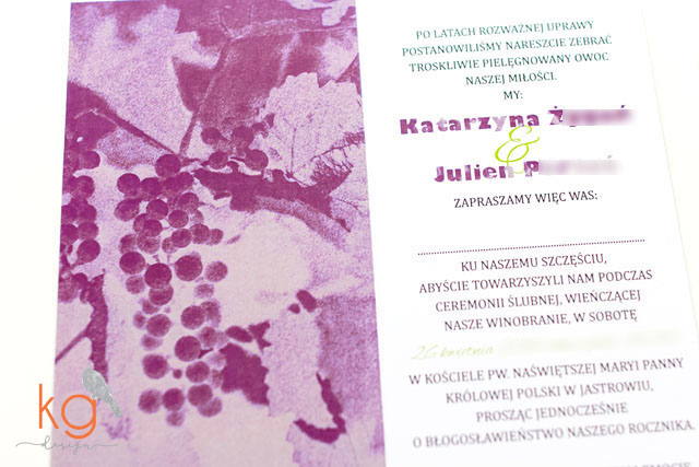 nietypowe i orygnalne zaporszenia z motywem winogron, kiści winogron, jesienne zaporszenia ślubne, zaproszenia na jesieny ślub, zieleń butelkowa, kolor marsala Pantone, monogram, zaporszenia ślubne ręcznie robione, kg design, kraków, Bochnia, Warszawa, Wrocław, Gdańsk, format podłużny, DL, dodatkowa wkładka, mapka dojazdu, potwierdzenie przybycia, fioletowy, burgund, bordowy, zaproszenia na ślub cywilny wiązane wstążką, projekt zaproszeń na ślub, wesele, motyw roślinny,inicjały, proste, minimalistyczne, skromne, delikatne, ze zdjęciem, winogrona, marsala, nietypowe, oryginalne, nowoczesne, minimalistyczne, biały, jesienne, zielony, mapka dojazdu, RSVP