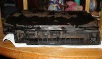 WYOMING, Estados Unidos, 12 Ene (UYPRESS) - Un joven de la Universidad de Wyoming decidió orinar su PlayStation 2 a título de ofrenda fúnebre para despedirse del modelo viejo y poder disfrutar así de la nueva consola de Sony.