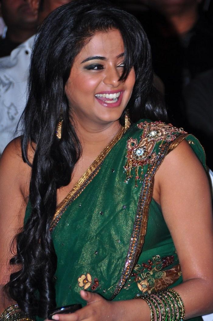 cute photos actress priyamani new saree hot pics in