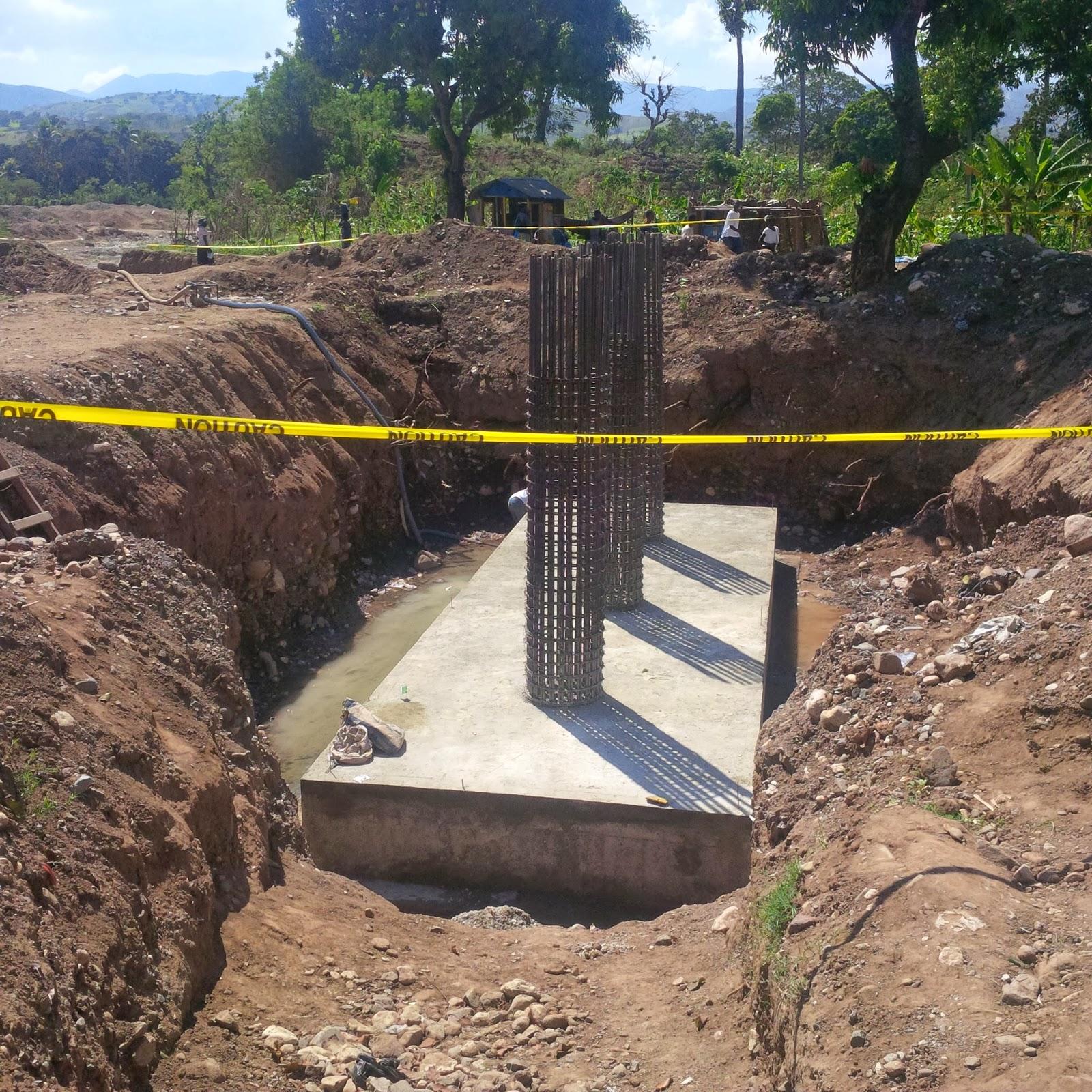 construction du pont sur la rivi re mancel 2013. Black Bedroom Furniture Sets. Home Design Ideas