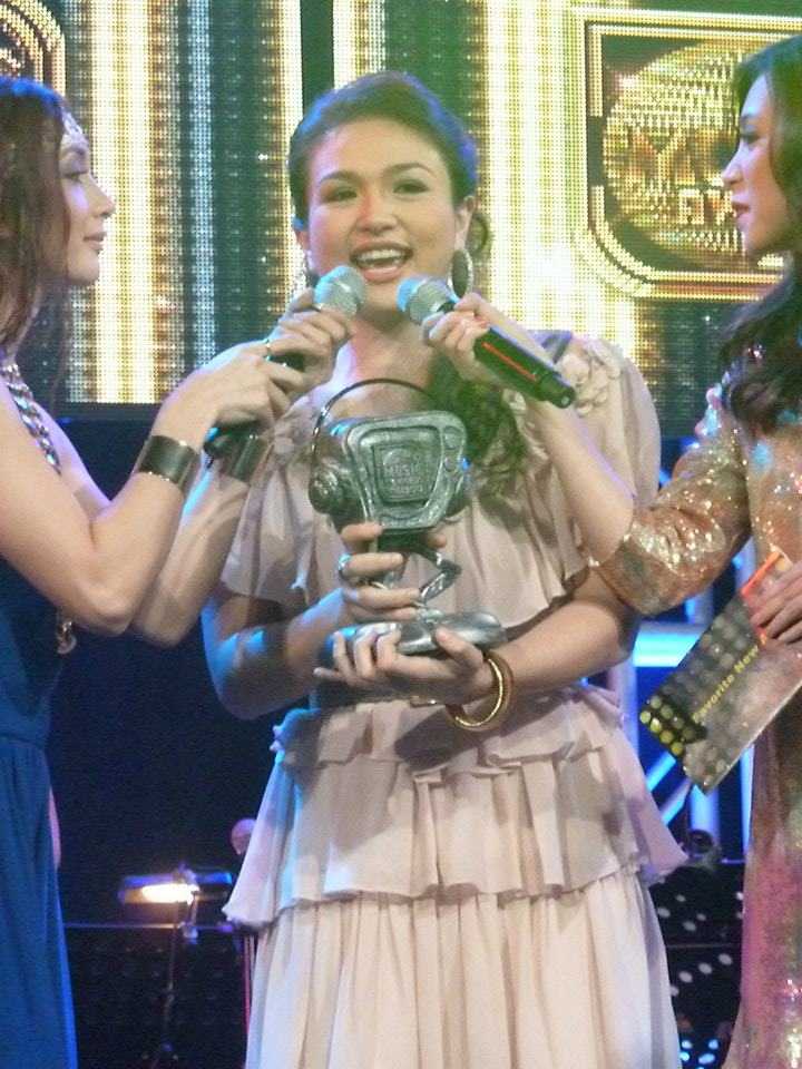 Zia Quizon wins 'Favorite New Artist' at MYX Music Awards ...