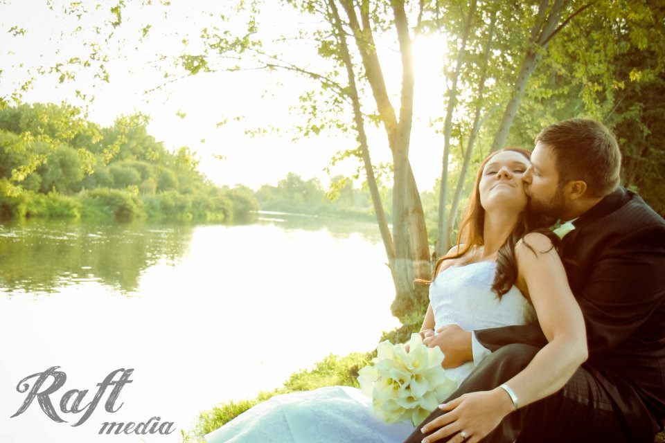 White Willow Estate Star ID Right Along The River This Venue Is Relatively New On Wedding Scene In Backdrop A Beautiful Mansion With Rolling