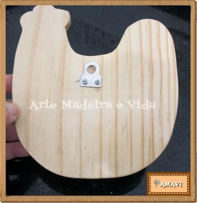 pendurador de madeira modelo galinha parte de trás