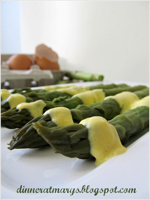 asparagi con salsa al vino bianco