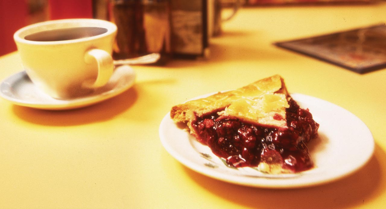 http://img4.wikia.nocookie.net/__cb20111030034532/twinpeaks/images/c/c1/008-Coffee-and-Pie.jpg