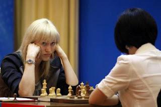 Championnat du monde - Partie 3 : Anna Ushenina 0-1 Hou Yifan - Photo © Anastasiya Karlovich