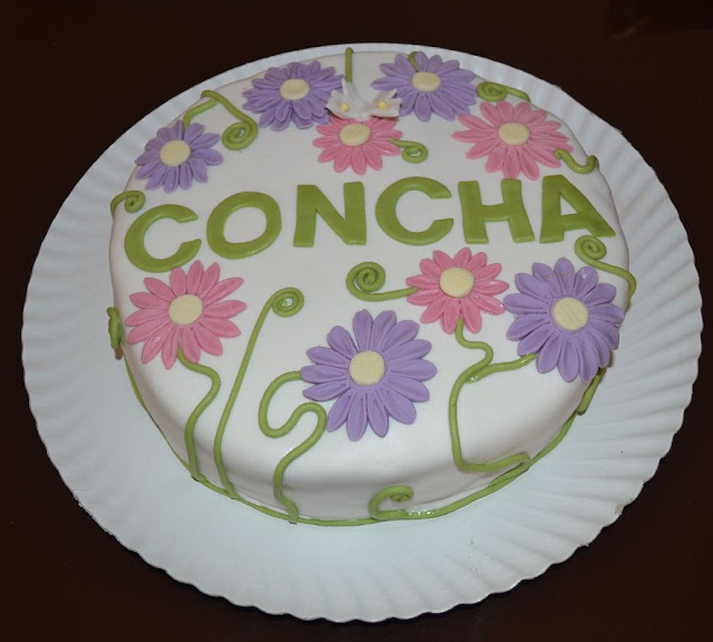 tarat fondant cumpleaños concha flores gerberas margaritas mariposa