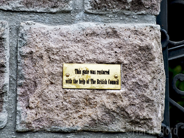 placa pe poarta conac miclosoara
