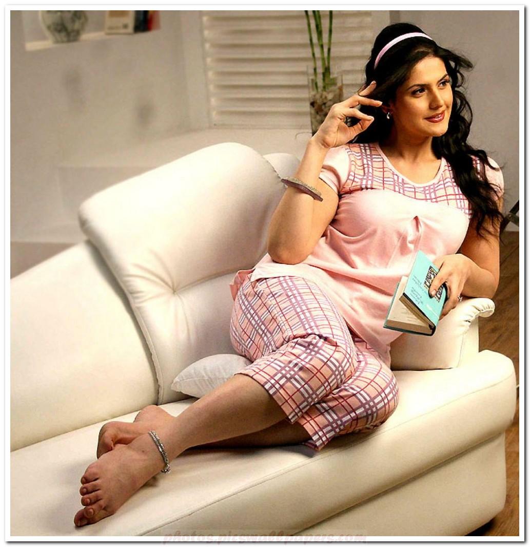 http://3.bp.blogspot.com/-Ci0QvYqvXbk/TrPpXNJWyZI/AAAAAAAABww/APsZD-895do/s1600/Zarine-Khan.jpg