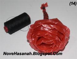 cara mudah untuk membuat bunga mawar dari kantong plastik bekas 8