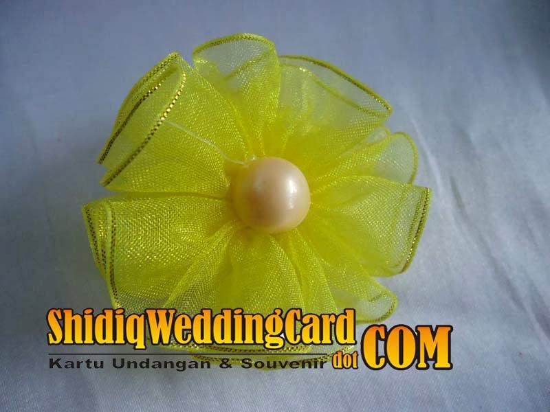 http://www.shidiqweddingcard.com/2014/02/souvenir-bross-bunga-b.html