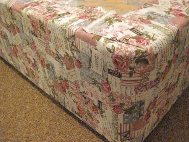 skrzynia łóżka obita materiałem vintage