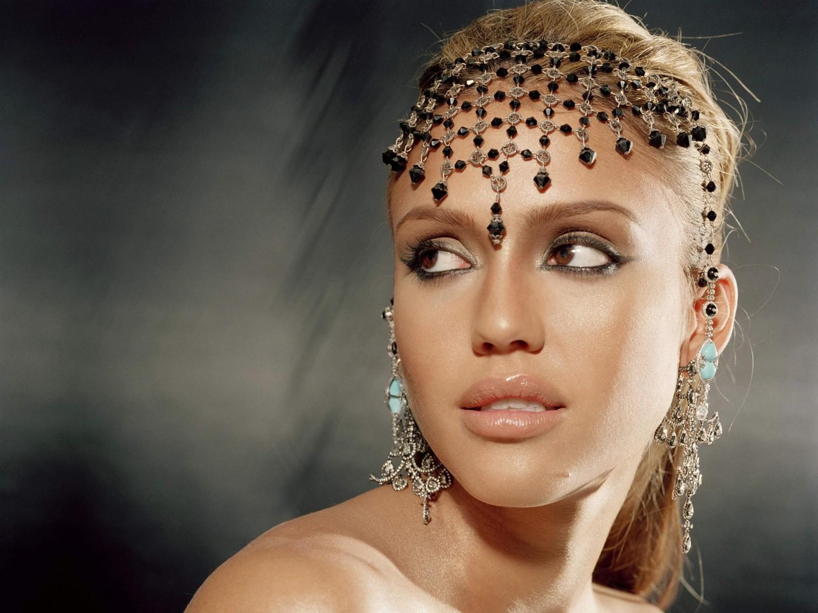 http://3.bp.blogspot.com/-CiIuGKk-Bi0/TyMwt341GAI/AAAAAAAAD88/lVpIqcRmYmI/s1600/jessica-alba-2012.jpg