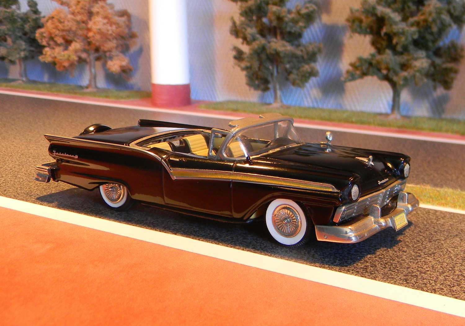 Voitures am ricaines 1 43 ford fairlane skyliner 1957 for Polissage et lustrage voiture
