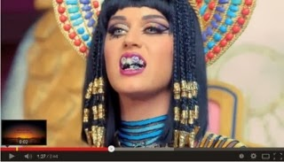[VIDEO] Membakar Lafadz Allah, Katy Perry Dikecam Dunia !