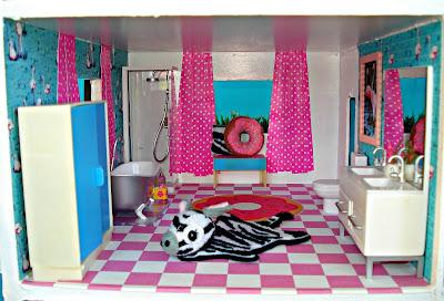 Dolls house makeover: The Bathroom