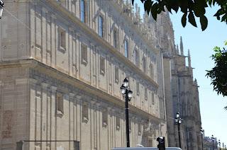 Catedral de Sevilla desde Adv. Constitución