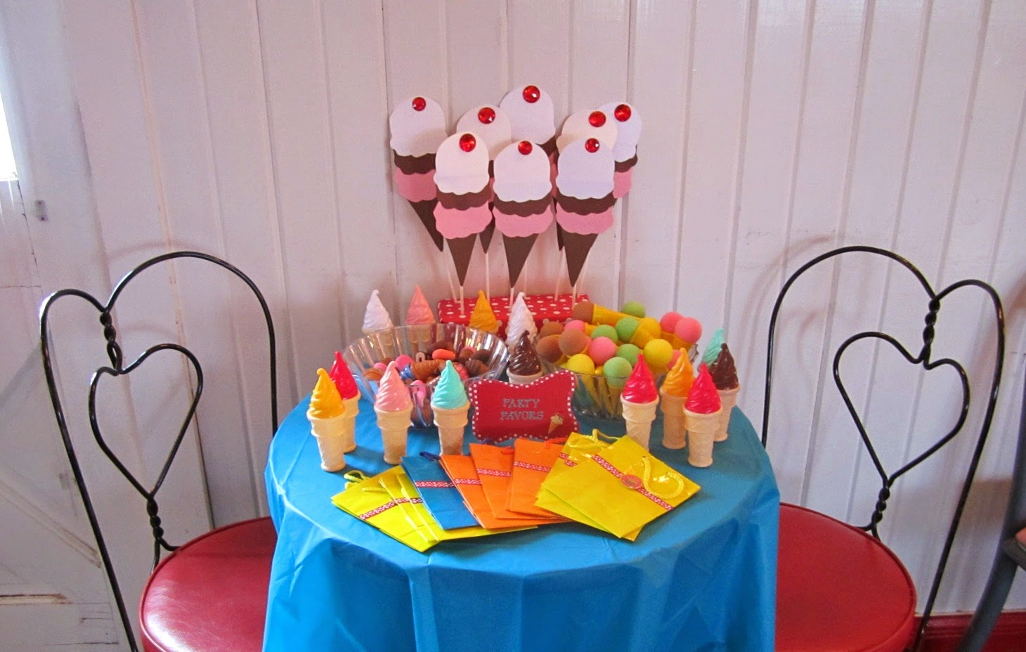 Ice Cream party favor table