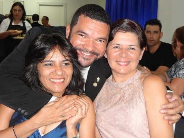 Casadas há quatro anos, Susane Borges, de 43 anos, e Noemi Miranda, de 51, consideram que registrar a união estável trouxe respeito e e estabilidade a ambas (Foto: Arquivo Pessoal)