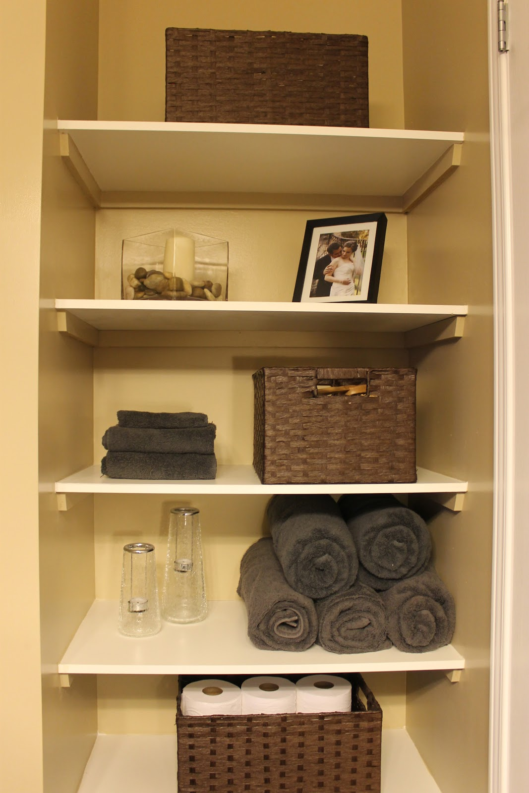 Km decor diy organizing open shelving in a bathroom Open shelving