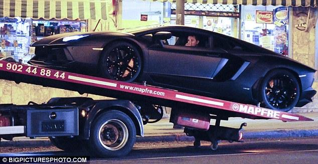 broke down the lamborghini aventador cristiano ronaldo photos garage car. Black Bedroom Furniture Sets. Home Design Ideas